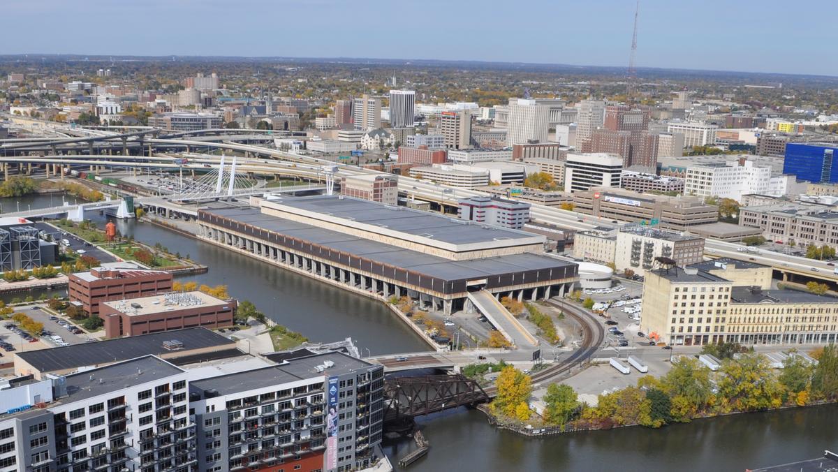 Downtown Milwaukee PO on the market for $12.8 million ...
